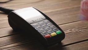 猛击在POS终端的手信用卡 股票录像