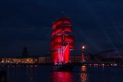 猩红色在圣彼德堡航行庆祝 免版税库存图片