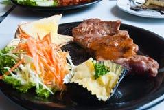 猪肉一块烤牛腰里脊肉牛排。 免版税库存照片