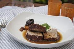 猪肉内圆角用调味汁和土豆汤 库存图片