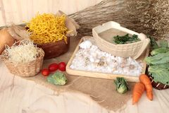 猪肉和小汤-中国食物油煎的面条  库存图片
