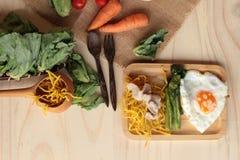猪肉和小汤-中国食物油煎的面条  免版税库存图片