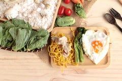 猪肉和小汤-中国食物油煎的面条  图库摄影