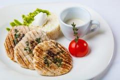 猪肉大奖章用米和调味汁 免版税库存照片