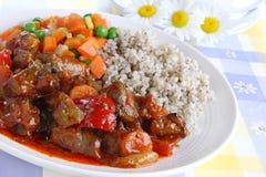 猪肉炖煮的食物用大麦米 库存图片