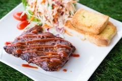 猪肉烤肉肋骨用烤肉汁 图库摄影