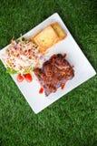 猪肉烤肉肋骨用烤肉汁 库存照片
