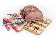 猪肉用大蒜和多香果。 免版税库存图片