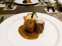 猪肉用盐味的土豆服务用辣椒酱 库存图片