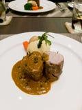 猪肉用盐味的土豆服务用辣椒酱 库存照片