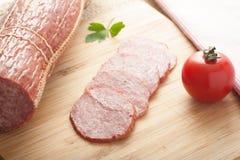猪肉蒜味咸腊肠 库存照片