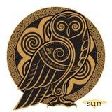 猫头鹰手拉在凯尔特styl,在凯尔特月亮装饰品的背景 皇族释放例证