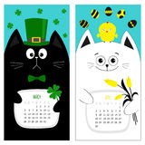 猫日历2017年 逗人喜爱的滑稽的动画片字符集 3月4月春天月 绿色帽子tye弓鸡鸡蛋 垂悬的三叶草叶子, 免版税库存照片
