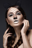 猫的图象的美丽的女孩与艺术构成和鞋带耳朵的 秀丽表面 免版税库存照片