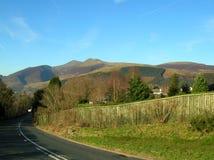猫镇沿边缘走的响铃, Cumbria,英国美丽的景色  免版税库存照片