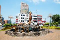 猫雕象在古晋,婆罗洲(马来西亚) 库存图片