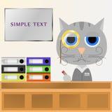猫经理在书桌后坐在办公室并且写道 金黄潘斯的眼睛nez 免版税库存图片