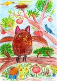 猫头鹰和其他鸟坐一个树枝在村庄-儿童在纸的图画图片 免版税库存图片