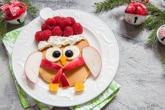 猫头鹰薄煎饼圣诞节早餐 免版税库存照片