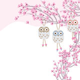 猫头鹰陶瓷吊樱桃树 皇族释放例证