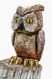 猫头鹰雕塑由木头制成 免版税图库摄影