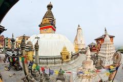 猴子stupa日落swayambhunath寺庙 免版税图库摄影