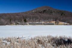 水獭小屋峰顶在冬天 免版税图库摄影