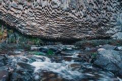 玄武岩专栏在Garni峡谷 的臂章 库存图片