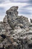 玄武岩柱状在Acitrezza西西里岛 免版税库存照片