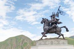 玉树(JYEKUNDO),中国- 2014年7月13日:格萨尔王雕象 一famou 图库摄影