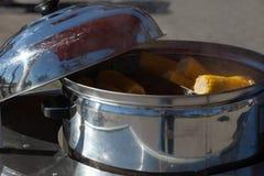 玉米棒子煮沸 库存照片