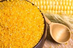 玉米渣和玉米棒 免版税库存照片