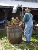 玉米演示剥壳的葡萄酒 库存图片