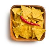 玉米片用红辣椒在木背景中 免版税库存图片