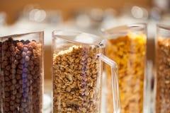玉米片,玉米片 在分类的谷物 库存图片