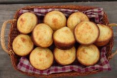 玉米粉小蛋糕野餐 免版税库存图片