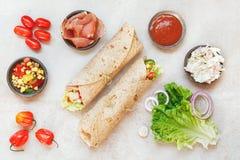 玉米粉薄烙饼与各种各样的装填的套三明治 免版税图库摄影