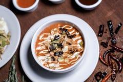 玉米粉薄烙饼汤- Sopa de Tortilla 库存照片