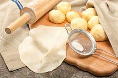 玉米粉薄烙饼的面团 免版税库存照片