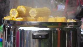 玉米销售在街道上的 股票录像