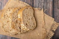 玉米面面包在大袋切了 库存照片