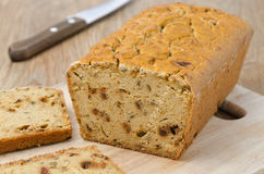 玉米面面包用水平干的辣椒粉 库存照片