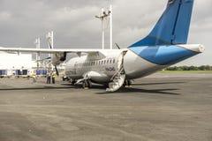 玉米Islad,尼加拉瓜- 2016年8月23日, :旅游业的小飞机在机场停放了 免版税库存照片