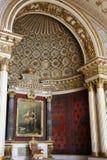 王位空间在偏僻寺院宫殿 免版税库存图片