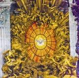 王位贝尔尼尼圣灵圣伯多禄` s大教堂梵蒂冈罗马意大利 库存图片