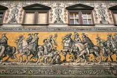 王子队伍, 1871-1876, 102米, 93个人是一张巨型壁画装饰墙壁 德累斯顿德国 它描述 免版税图库摄影