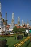 王宫的Stupas和庭院,曼谷 库存图片
