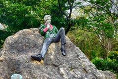 王尔德雕象Merrion广场的,都伯林,爱尔兰 免版税图库摄影