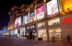 王府井街道在晚上 北京瓷 免版税库存照片
