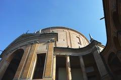 玛丹娜二圣卢卡,小山的古色古香的教会的圣所 免版税库存照片